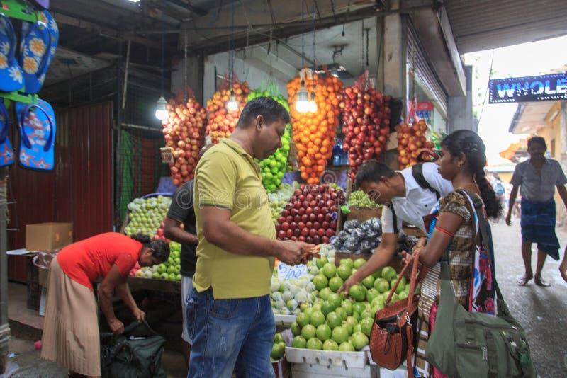在Vesak节日2018年-科伦坡-斯里兰卡期间的Pettah市场 库存照片