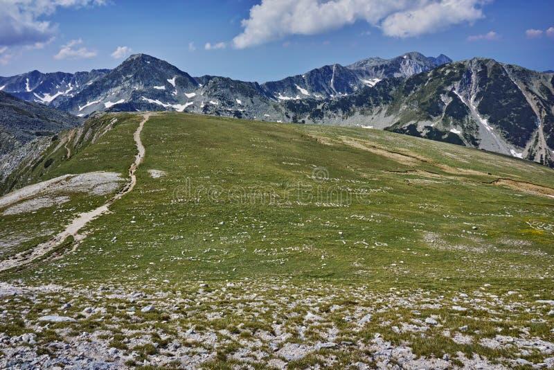 在Vihren峰顶, Pirin山附近的惊人的全景 库存照片