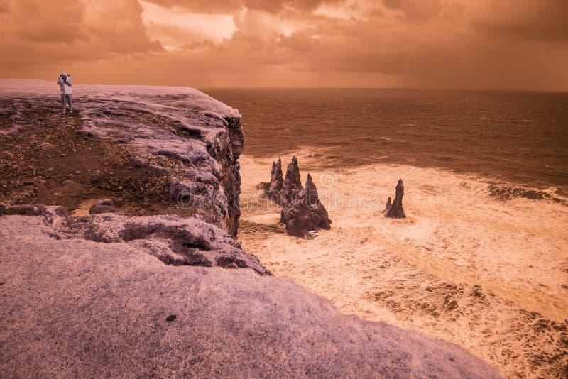 Download 在Vik,冰岛附近的Londrangar 库存图片. 图片 包括有 外面, 不尽, 冒险家, 背包, 甚而 - 62527209