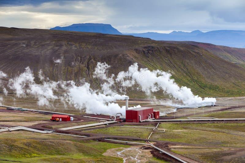 在Viti火山口附近的地热植物在克拉夫拉火山,北部冰岛 免版税库存图片