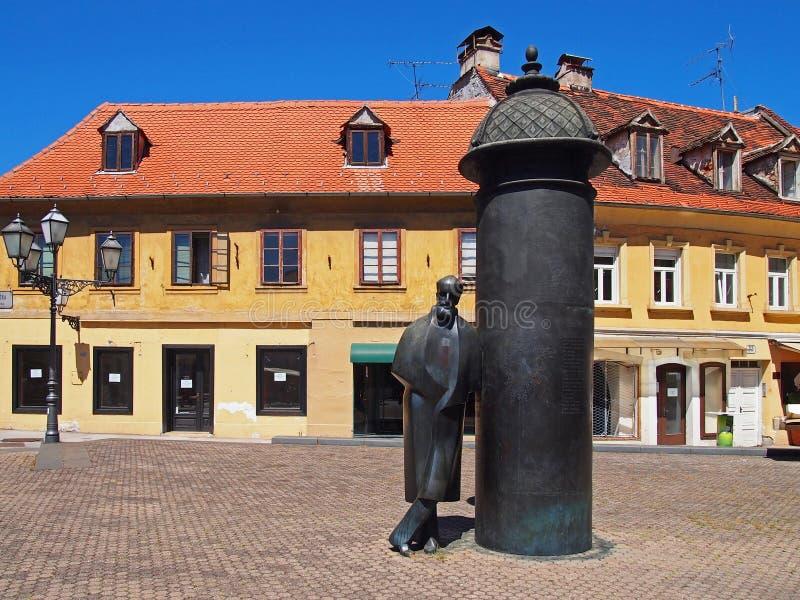在Vlaska街道,萨格勒布,克罗地亚的8月濑野雕象 库存图片