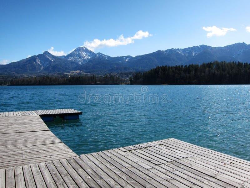 在Wörthersee上步行,一个湖在奥地利 免版税库存照片