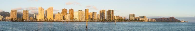 在Waikiki奥阿胡岛夏威夷的宽广的全景 免版税库存图片