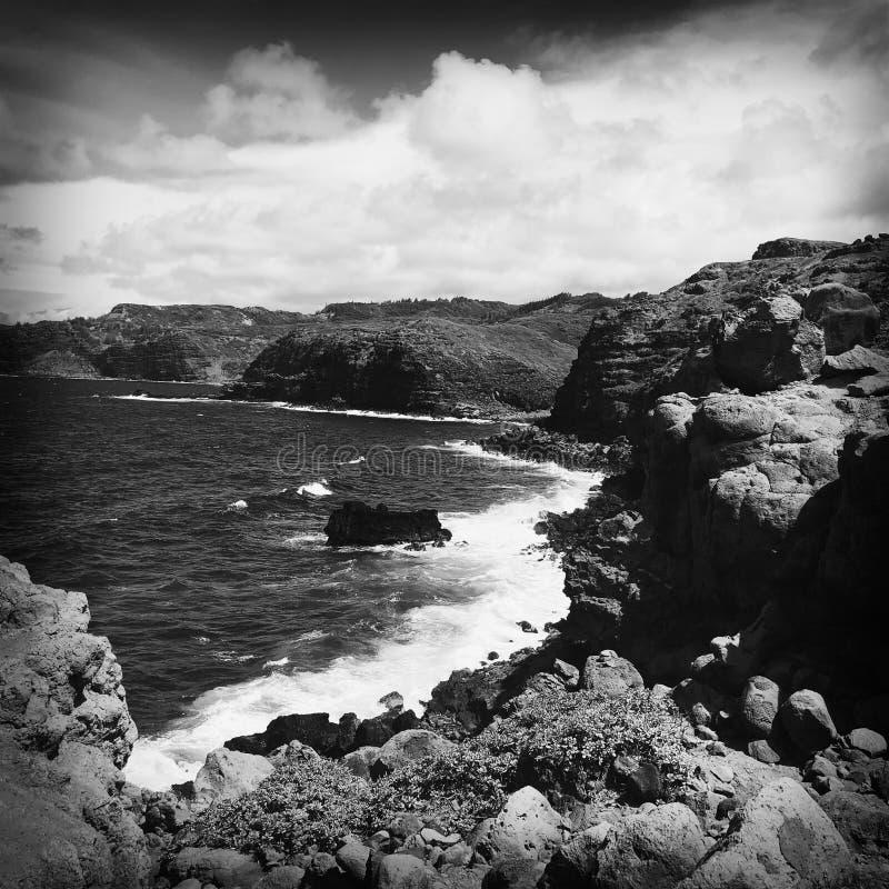 在Wailuku海岸的岩石在毛伊 库存照片