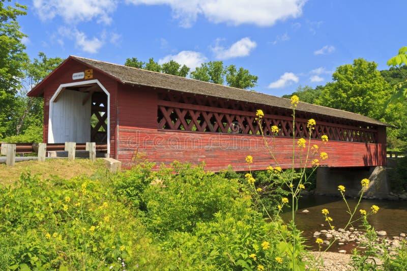 亨利被遮盖的桥在本宁顿, VT 库存图片
