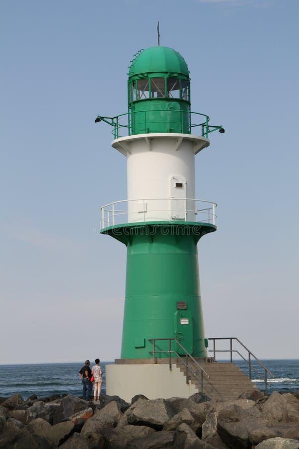 在Warnemà ¼ nde德国波罗的海的灯塔 免版税图库摄影
