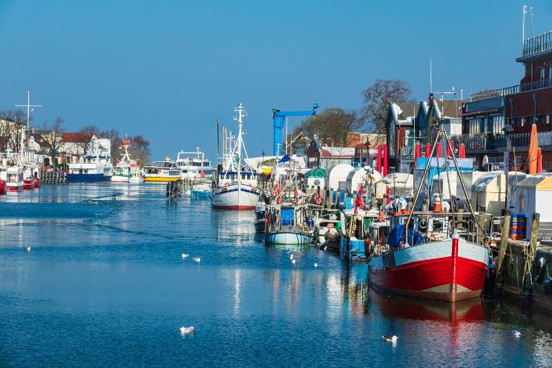 在Warnemuende,德国港的渔船  库存图片