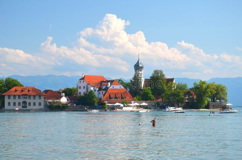 在Wasserburg的美丽如画的看法在湖Bodensee,德国 免版税图库摄影