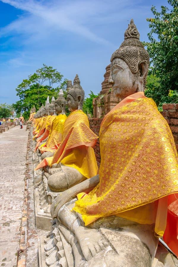在Wat亚伊柴Mongkol,阿尤特拉利夫雷斯,泰国寺庙的菩萨雕象  库存照片