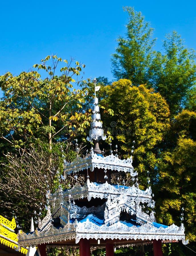 Download 在Wat巴生, Pai顶房顶在Tai亚伊样式(平底锅soi)的装饰 库存图片 - 图片 包括有 石头, 聚会所: 30329629