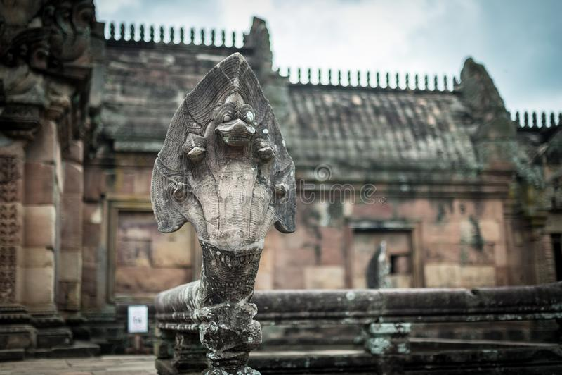 在Wat Khao Phanom阶城堡的蛇五头Sculture 免版税库存照片