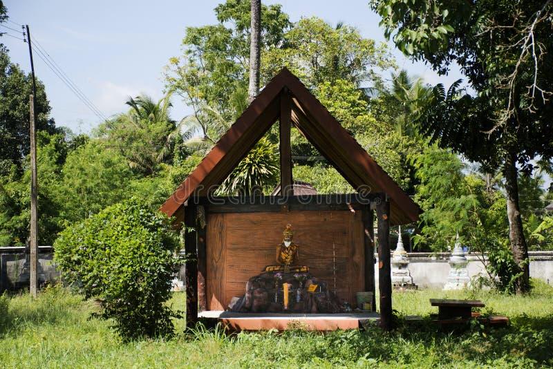 在Wat Kiean轰隆Kaew的隐士雕象在Phatthalung,泰国 免版税库存图片