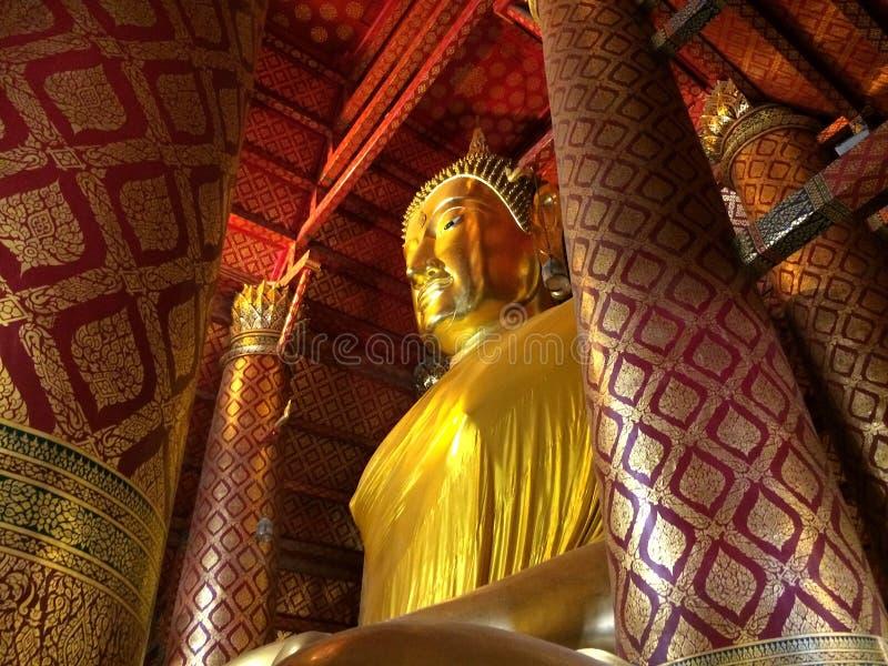 在Wat Phanan Choeng寺庙的大菩萨雕象 免版税图库摄影
