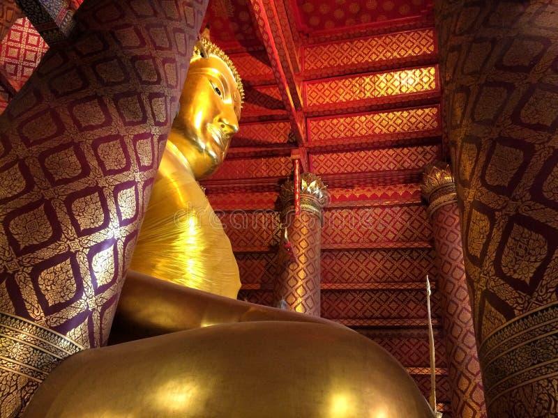 在Wat Phanan Choeng寺庙的大菩萨雕象 免版税库存图片