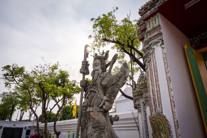 在Wat Phra Chetuphon Wat Pho或Wat Phra Chetuphon Vimolmangklararm Rajwaramahaviharn的中国大雕象 库存图片