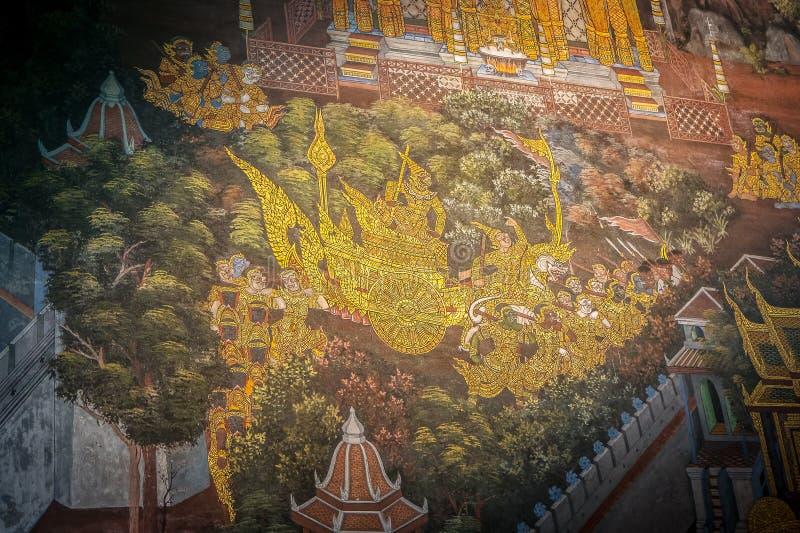 在Wat Phra Kaeo绿宝石Buddh的传统泰国寺庙墙壁艺术 免版税库存图片