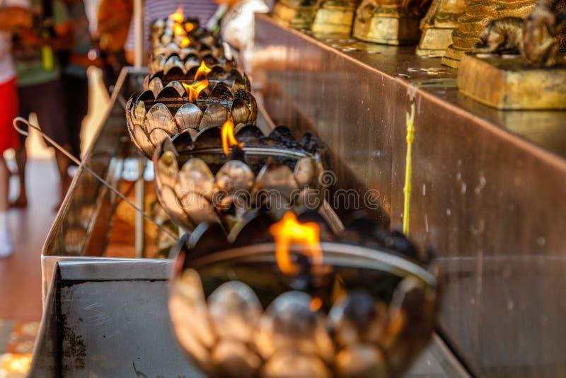 在Wat Prathat土井素贴,清迈省,泰国的燃油炉 免版税图库摄影