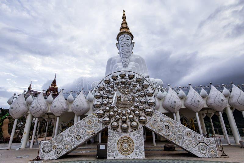 在Wat Prathat Phasornkaew的菩萨雕象在Phetchabun,泰国 库存照片