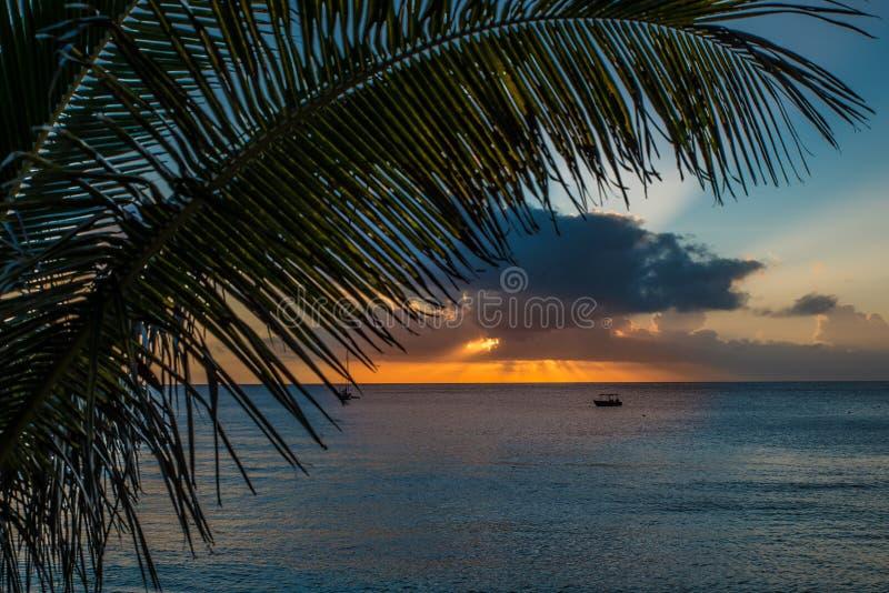 在Waya海岛2,斐济上的日落 免版税库存图片