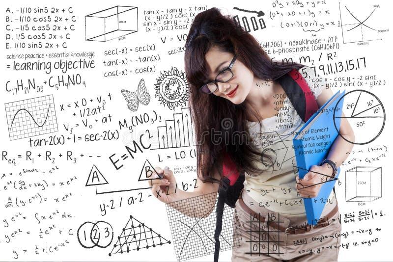 在whiteboard的年轻学生文字 库存照片