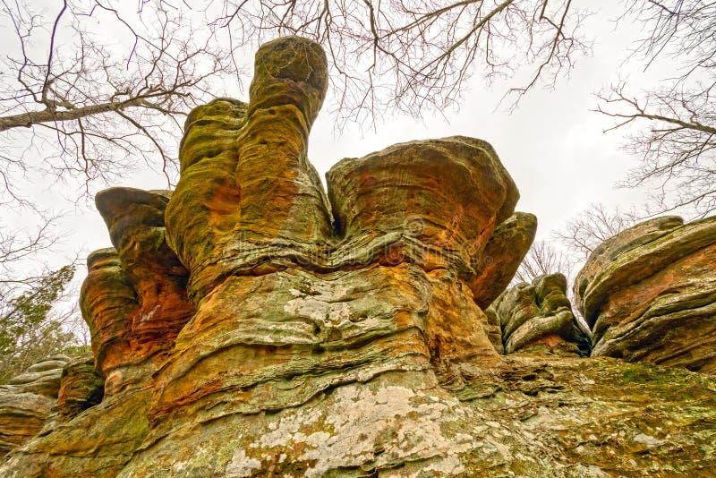 在Wilds的五颜六色的铁砧岩石 库存图片