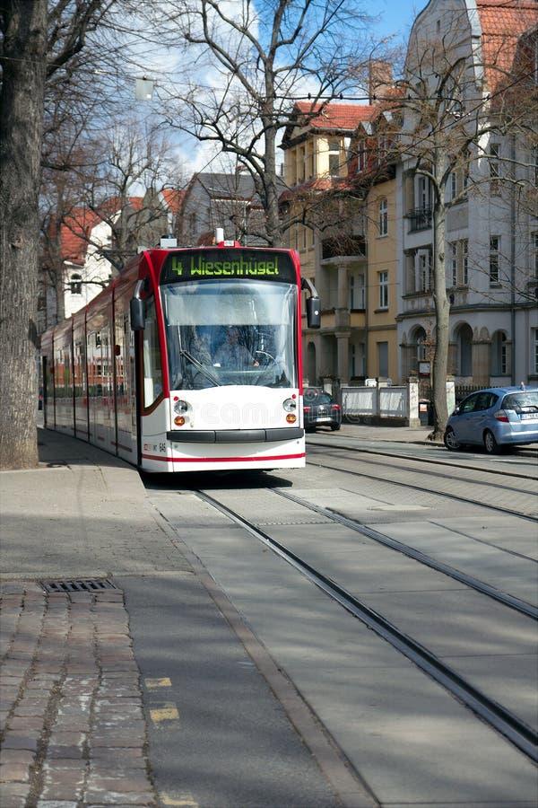 在Windthorststrasse的电车,埃福特,图林根州,德国 库存图片