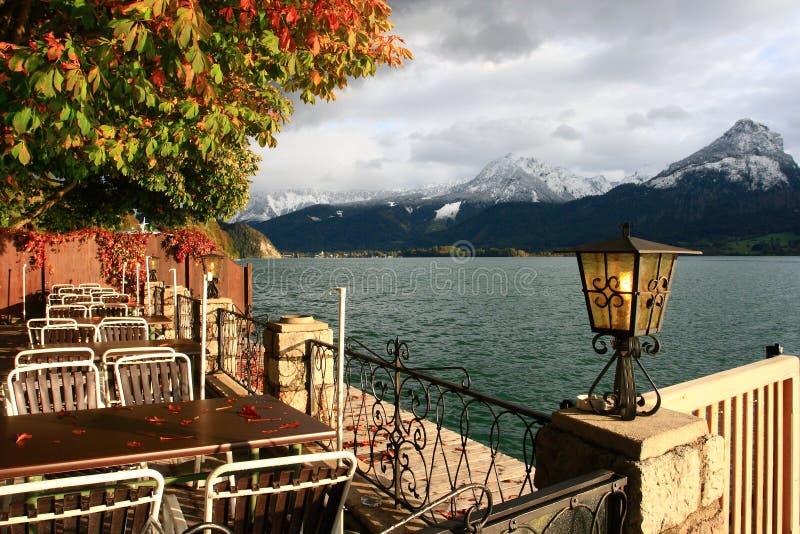 在Wolfgangsee湖的城镇St.沃尔夫冈在奥地利 库存图片
