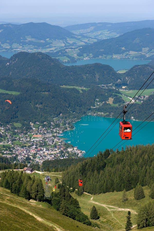 在wolfgangsee附近的空中览绳 库存图片