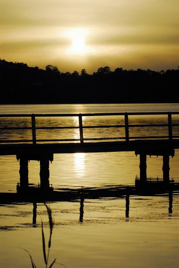 在Wollongong湖和船坞的澳大利亚日落 免版税库存图片