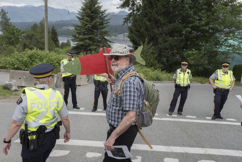 在Wstridge海洋终端维持拘捕更加亲切的摩根抗议者治安在本那比, BC 免版税库存照片