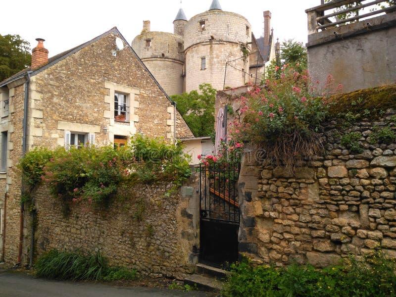 在XI世纪城堡的脚  图库摄影