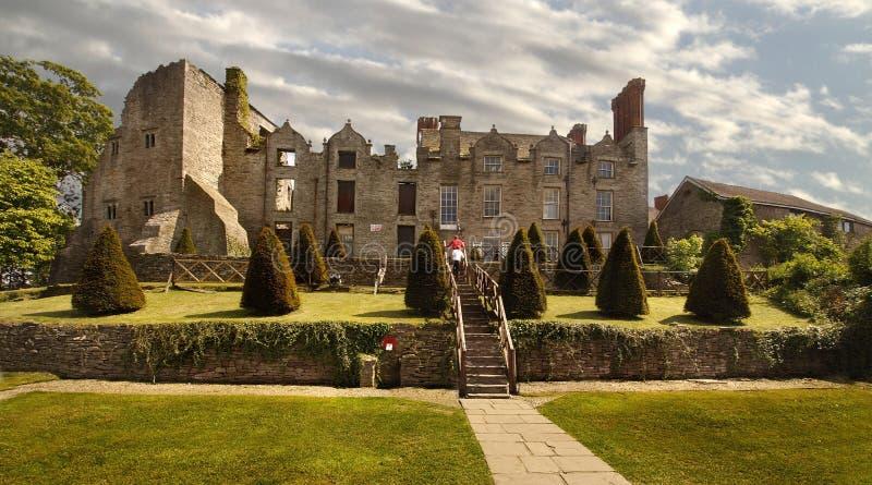 在Y形支架城堡的干草 库存图片