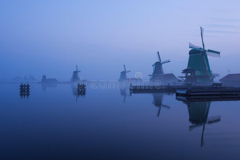 在Zaanse Schans的蓝色小时 免版税库存照片