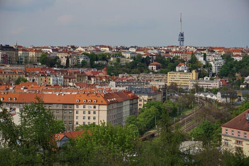 在Zizkov电视塔的鸟瞰图在布拉格(捷克,欧洲)从区Vysehrad 库存照片
