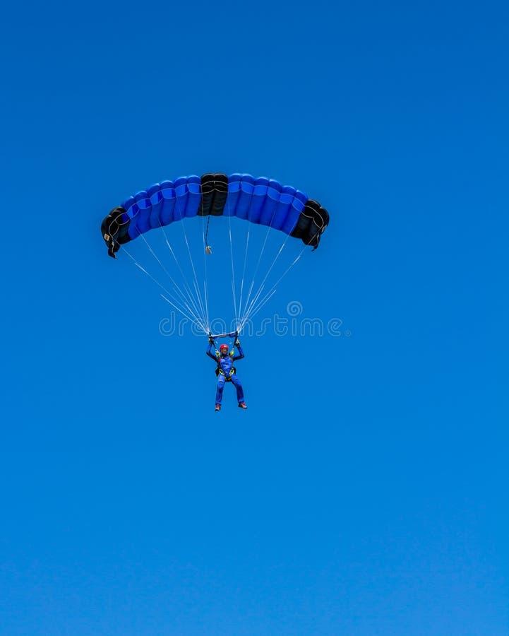 Download 在Zlatni鼠海滩的飞将军着陆 编辑类图片. 图片 包括有 跳伞运动员, 肾上腺素, 可以, 机盖, 车轮痕迹 - 72353960