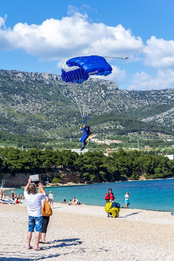Download 在Zlatni鼠海滩,克罗地亚的飞将军着陆 图库摄影片. 图片 包括有 圆顶, 滑翔, 冒险家, 可以, 航空 - 72353857