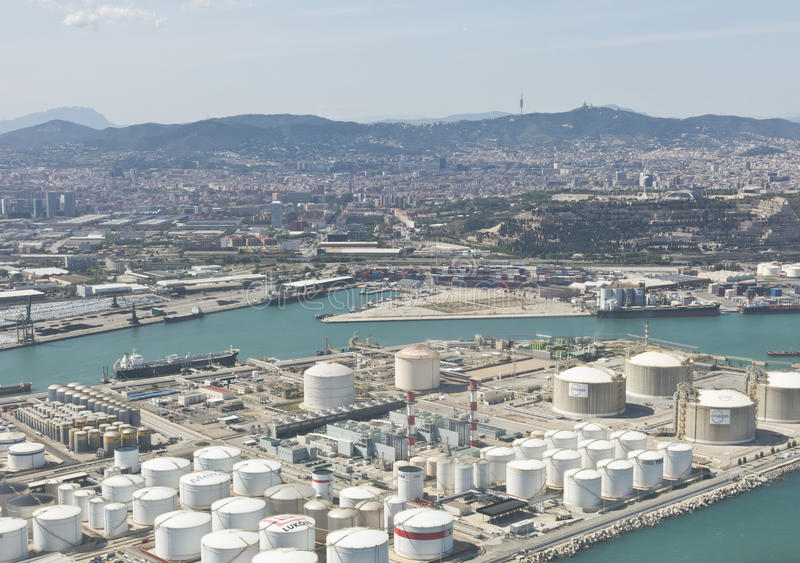 在Zona弗朗卡上的看法-端起,巴塞罗那工业港  库存图片