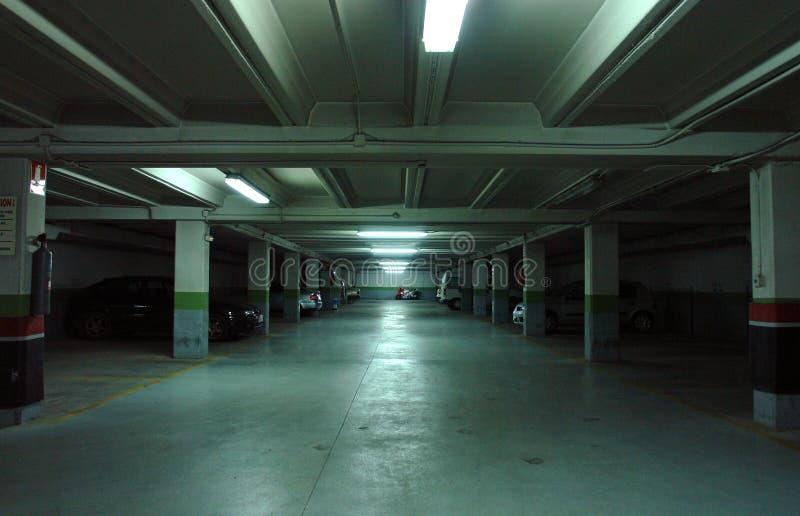 地下停车库停车 免版税图库摄影