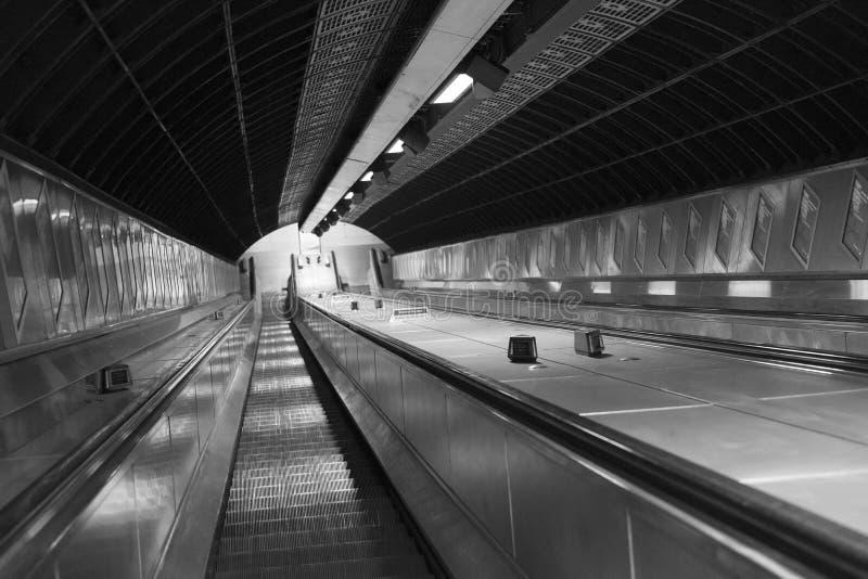 地下和自动扶梯在城市伦敦英国下 库存照片