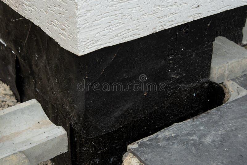 地下地下室墙壁的Oncrete防水的膜 免版税图库摄影