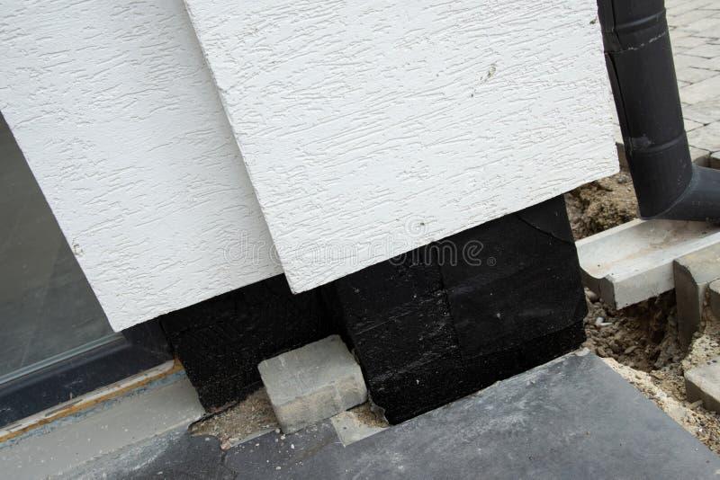 地下地下室墙壁的Oncrete防水的膜 免版税库存图片