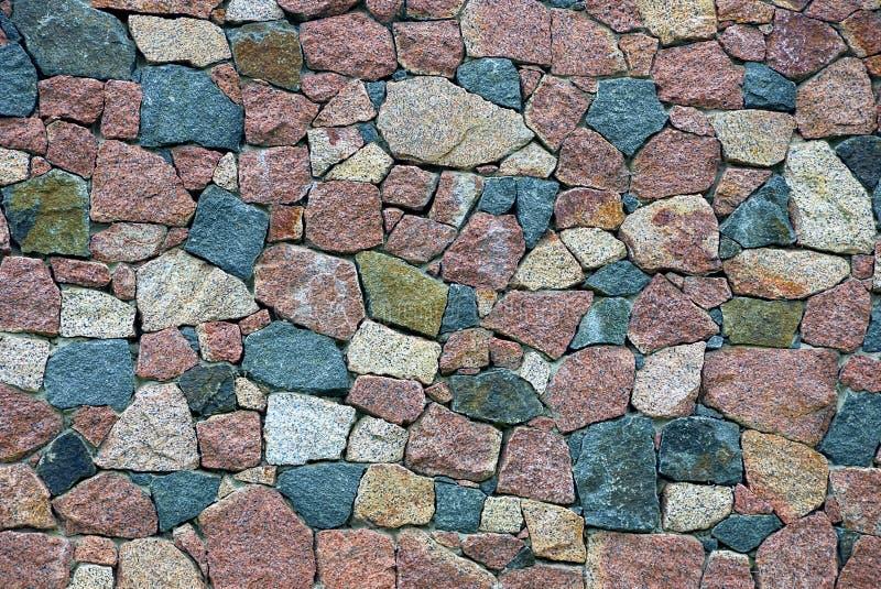 从地下室的片段的色的石纹理与大鹅卵石的 库存照片