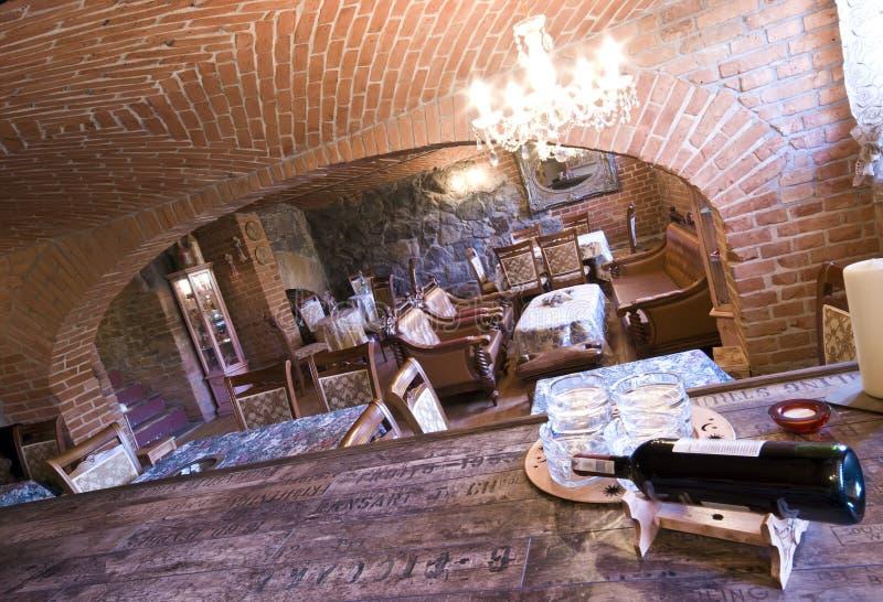 地下室砖餐馆 图库摄影