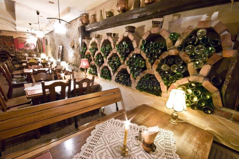 地下室餐馆 免版税库存照片