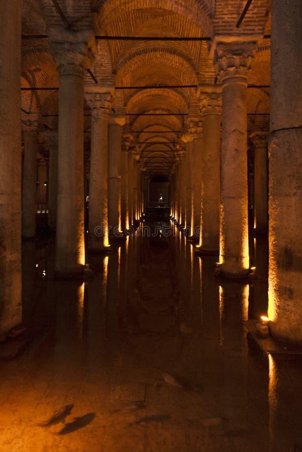 地下水宫殿在伊斯坦布尔是一个老地下水水库由皇帝Justinianus修造在6世纪,土耳其 免版税库存照片