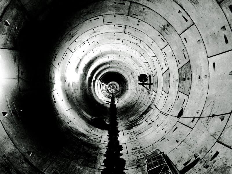 地下盾隧道在黑白新加坡 库存图片