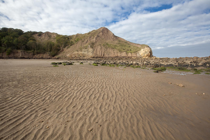 织地不很细沙子和陆岬在Cayton海湾 免版税图库摄影