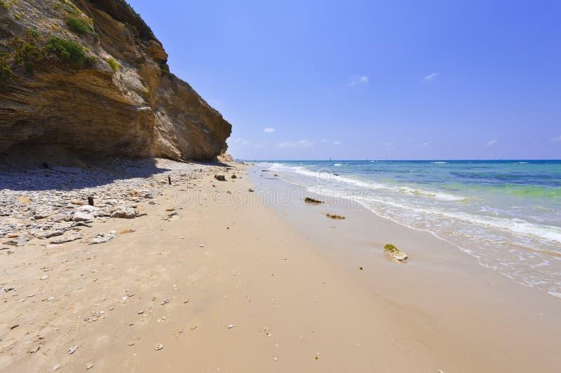 地中海的以色列岸多岩石的策略在以色列id.海滩美女的图片