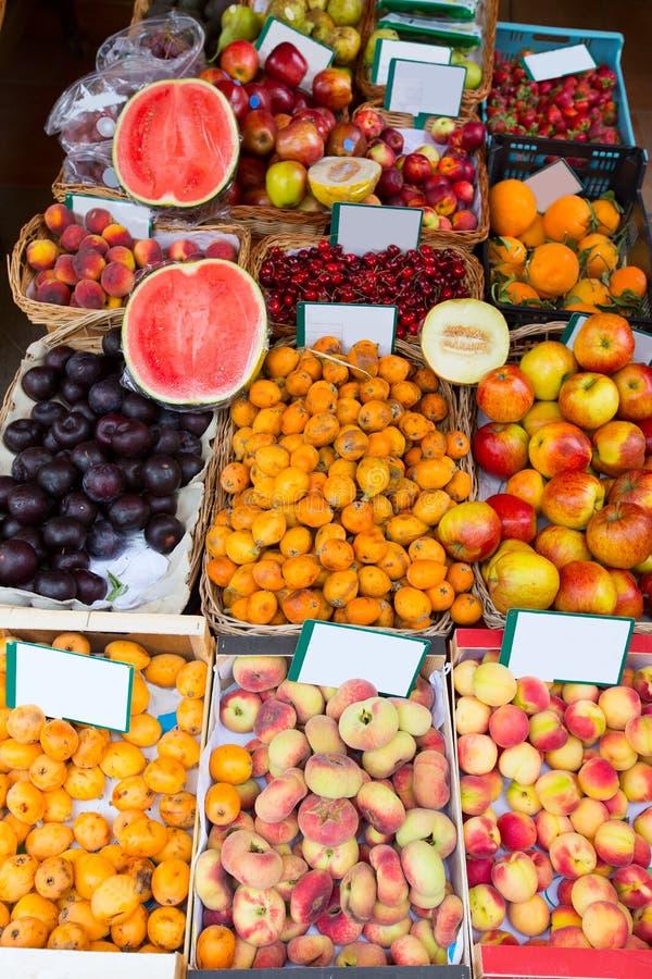 地中海夏天果子在巴利阿里群岛市场上 库存照片