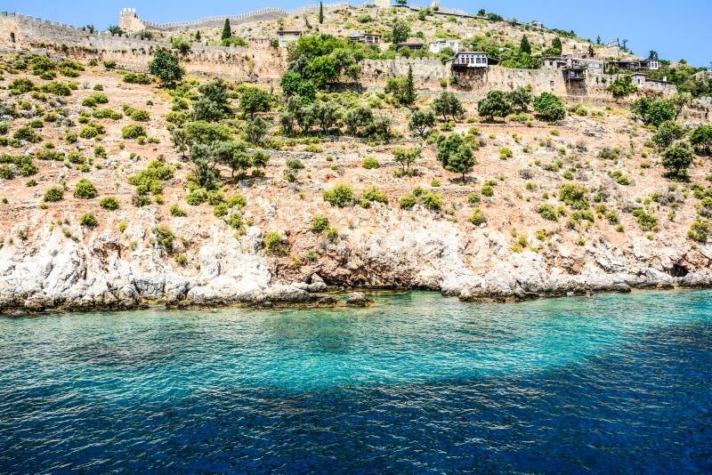 地中海岩石和海洋在土耳其 库存图片